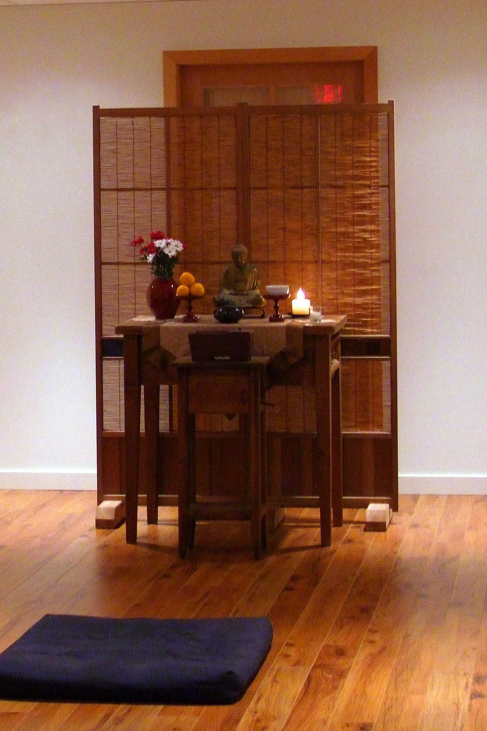 The altar in Mountain Rain's Vancouver Zendo