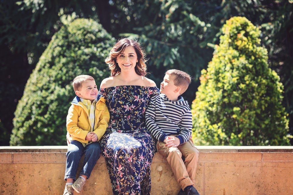 LOVE this photo of Niki and her adorable boys!