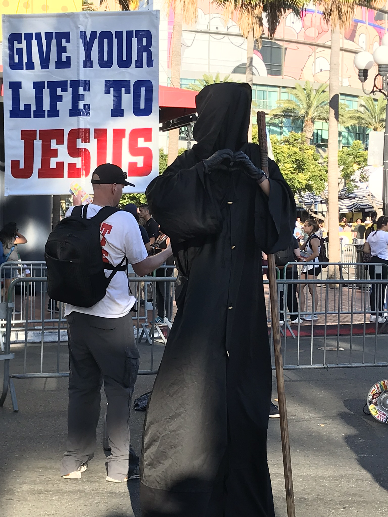 I thought this was kinda funny. Every year at these things there's always these super jesus freaks who come out and protest the convention with  their basis being that it worships false idols and yadayada.  The grim reaper was there every day to ease the tension between fans and the protesters which sounds really odd now that I think about it