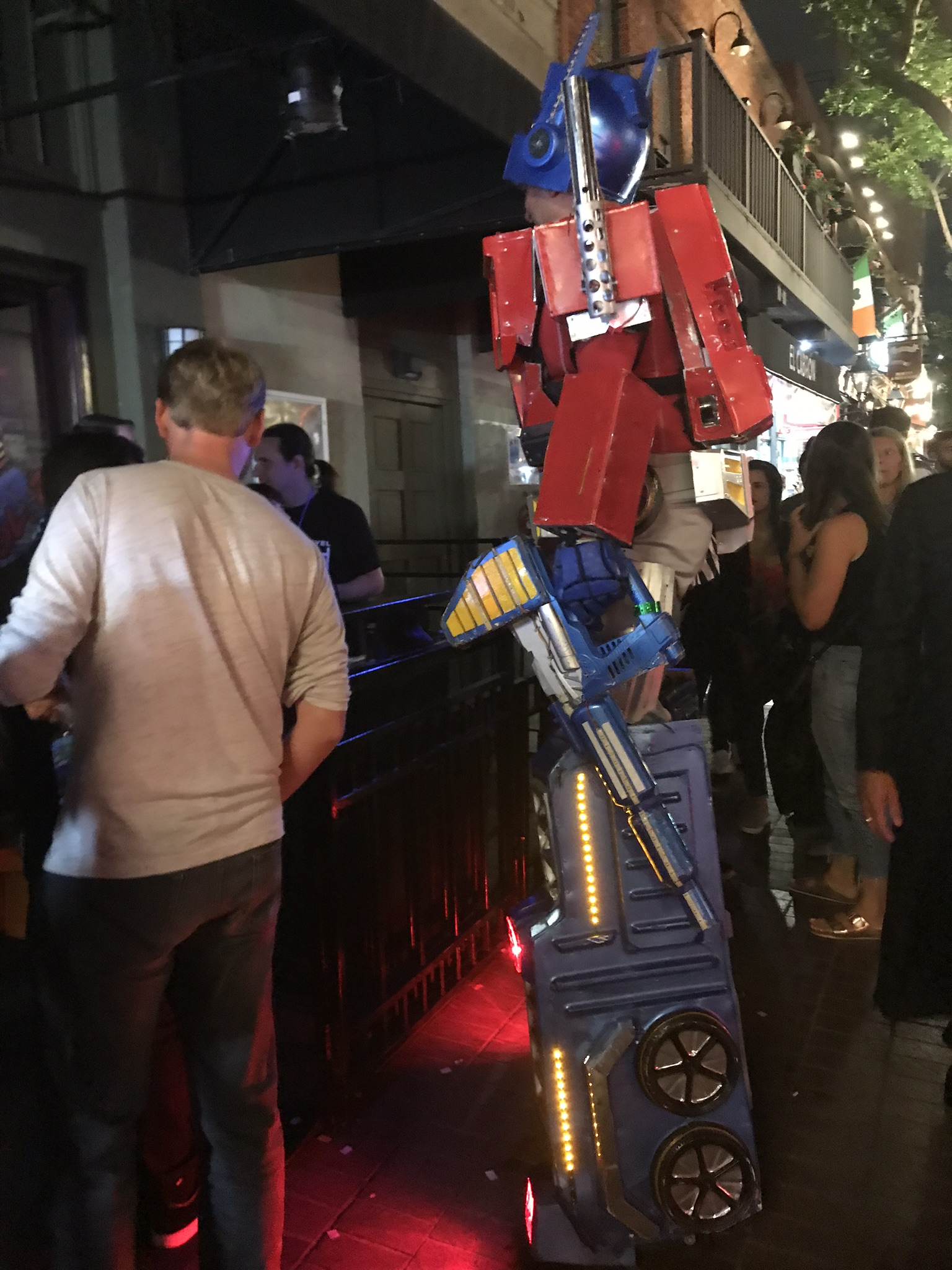 This picture doesn't really put into perspective of how tall Optimus Prime was. I saw him around the block. Later in the night I saw him again