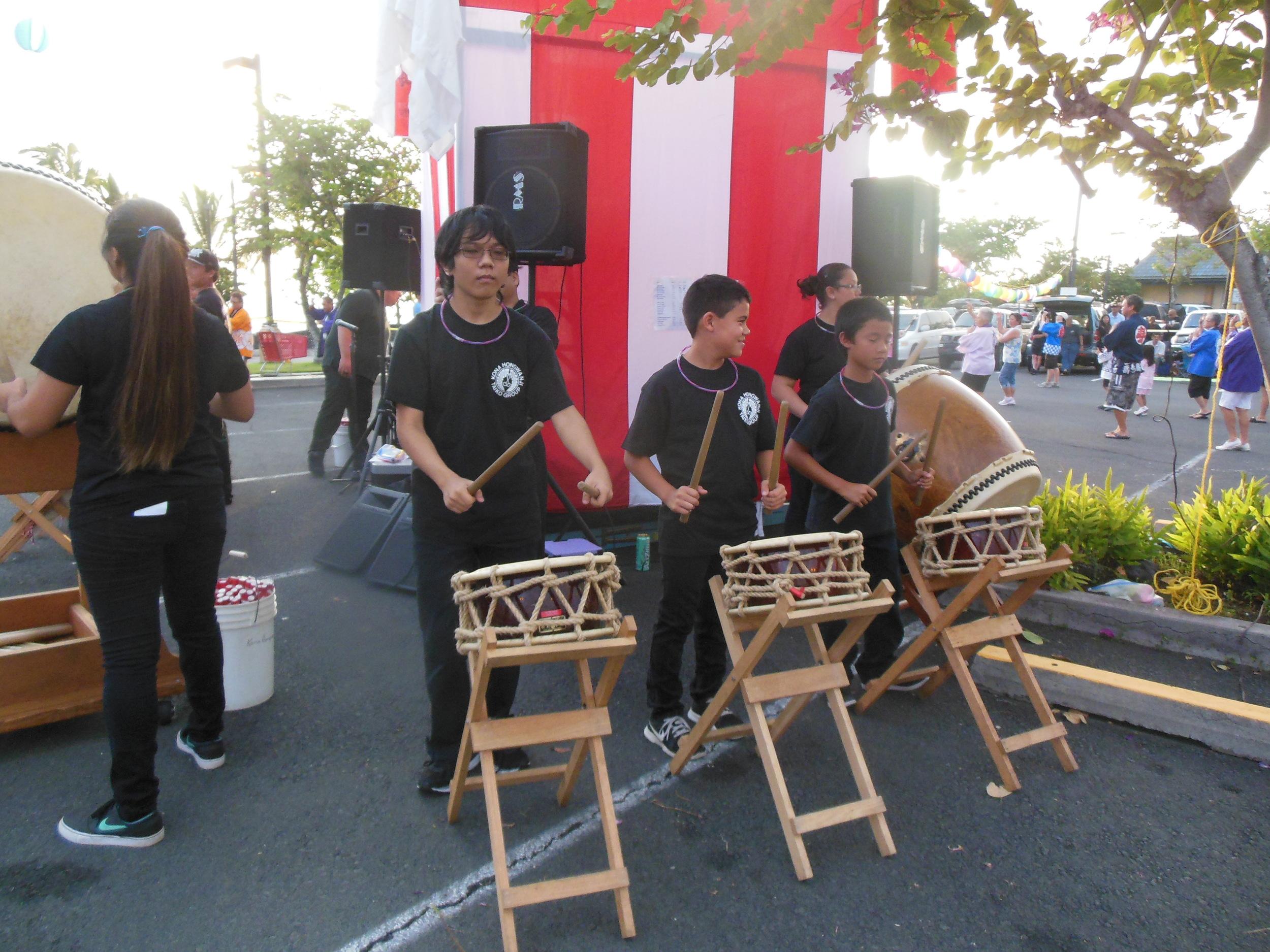 Kona Hongwanji Taiko members accompanying along to the bon dance music.