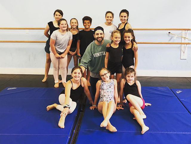 A little #fbf action to the beginning of August when I got to work with these talented students at @eda05_4life in Middleboro, MA! I've had the chance to teach here for the past 3-4 summers now & I always love dancing with these kids! Such hard workers & the improvement from year to year is always fantastic! Keep doing what you're doing guys & thanks so much to my friend Erica for always bringing me out 🙏🏻
