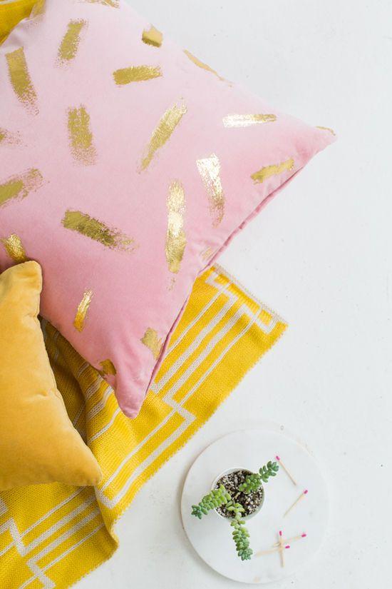 gold-foil-pillow-diy.jpg