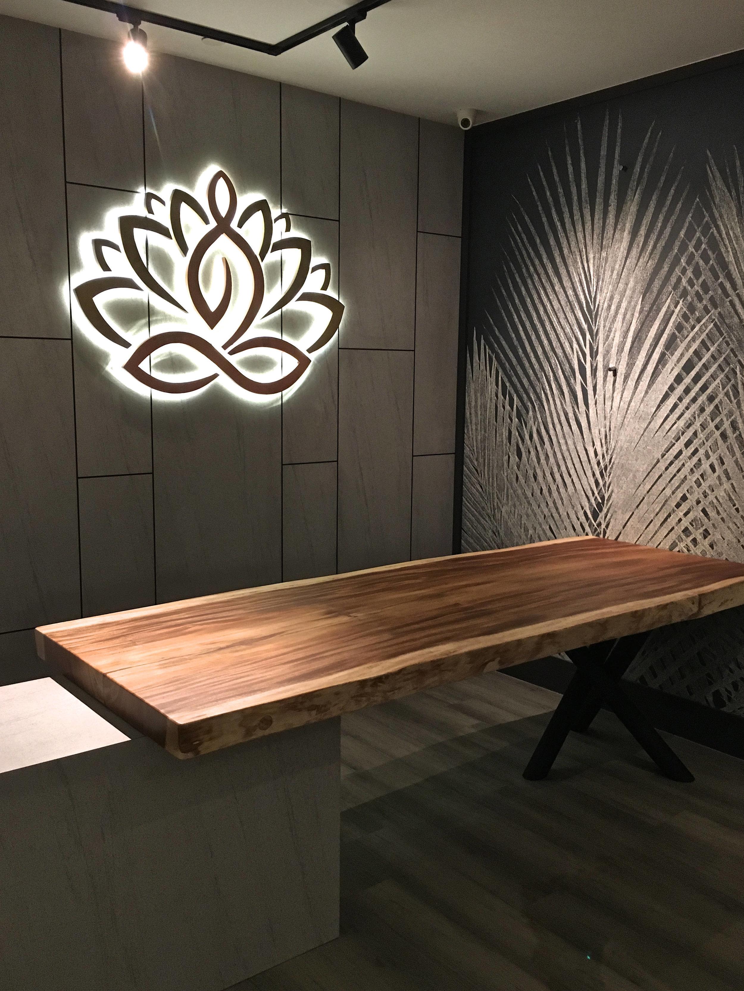 Suar wood counter