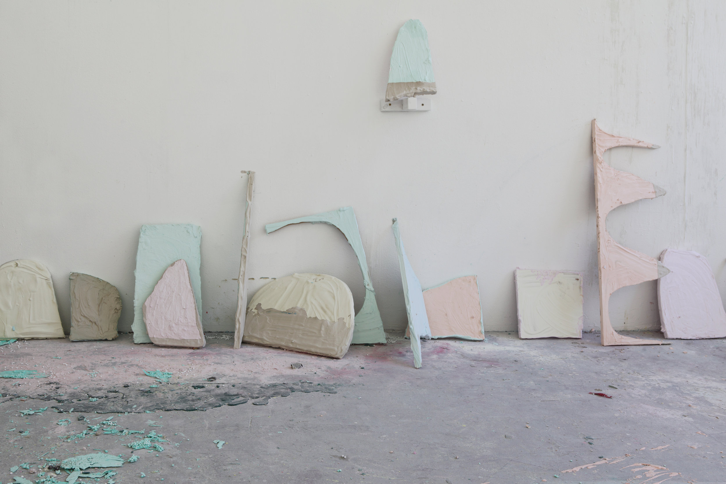 Studio view 2014 - Wood, plaster, pigments, various sizes 30 - 60 cm, Maastricht, 2014