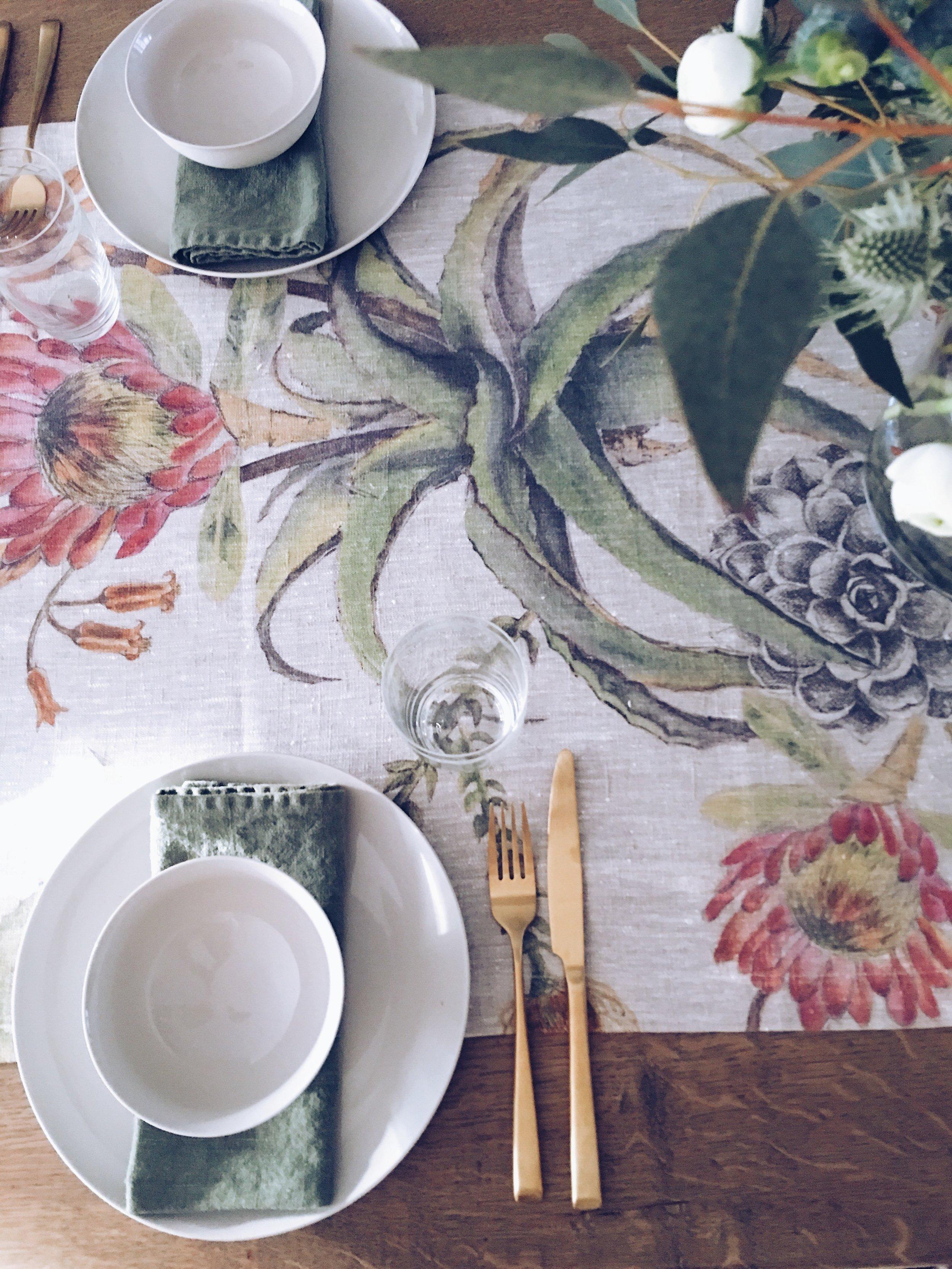 Tablescape- plates and bowls courtesy of @botanyshope5