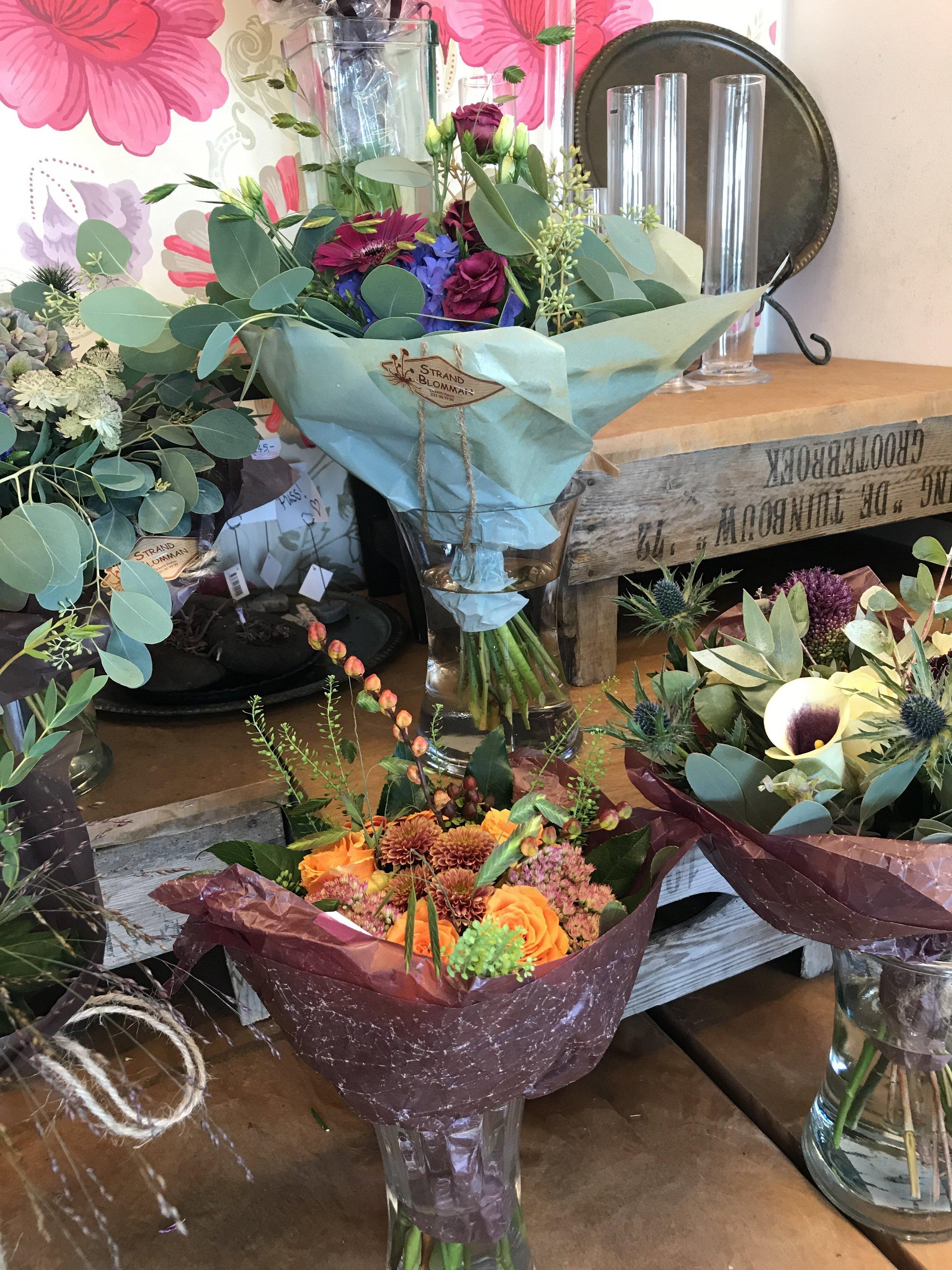 Vi leverar blomsterbud i Öckerö Kommun. Kontakta oss via telefon på 031-969999