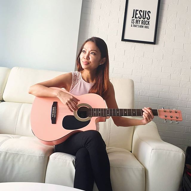 So erm, I'll be singing tomorrow at Tanjong Pagar Centre L1, with Believer Music, from 12-1.30pm!  Stressed again cause singing in public is not my forte, i don't sing perfectly one yah, so if you want to have some laughs during vday, tabao lunch there as we serenade yall with love songs! 😆  #believermusic #tanjongpagarcentre #vday #singer #emcee #actress #shannonzann #jesusismyrock #pinkguitar #guitar