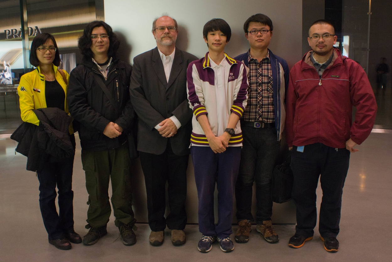 Weiyi (my editor), 杨帆 (Yang Fan, my guide and translator, who also goes by Phoenix Young), me,  吴尔平  ( Erping Wu ),  刘华栋  ( Huadong Liu ) and  施凡  ( Fan Shi )