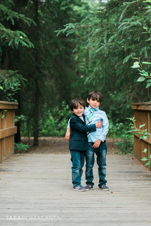 cute_siblings_portrait_alaska