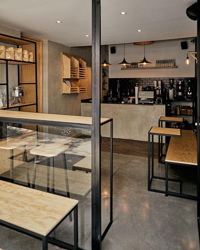 ¡Hola Portales! 👋🏼✨☕️ Estamos muy felices de abrir nuestra tercera barra de café. . Estamos ubicados en el corazón de uno de los barrios más emblemáticos de la ciudad, a una cuadra del mercado. . #cultoalcafé