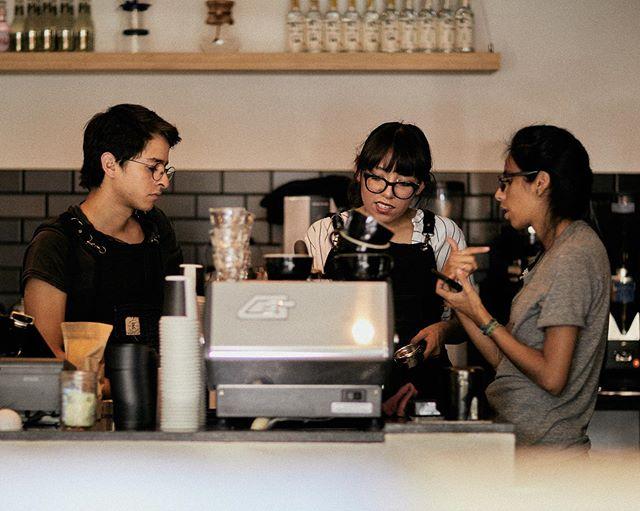 Ven a visitarnos a Almanegra Portales. Queremos consentirte y compartirte nuestra visión de la cultura del café. #cultoalcafé #cafédebarrio