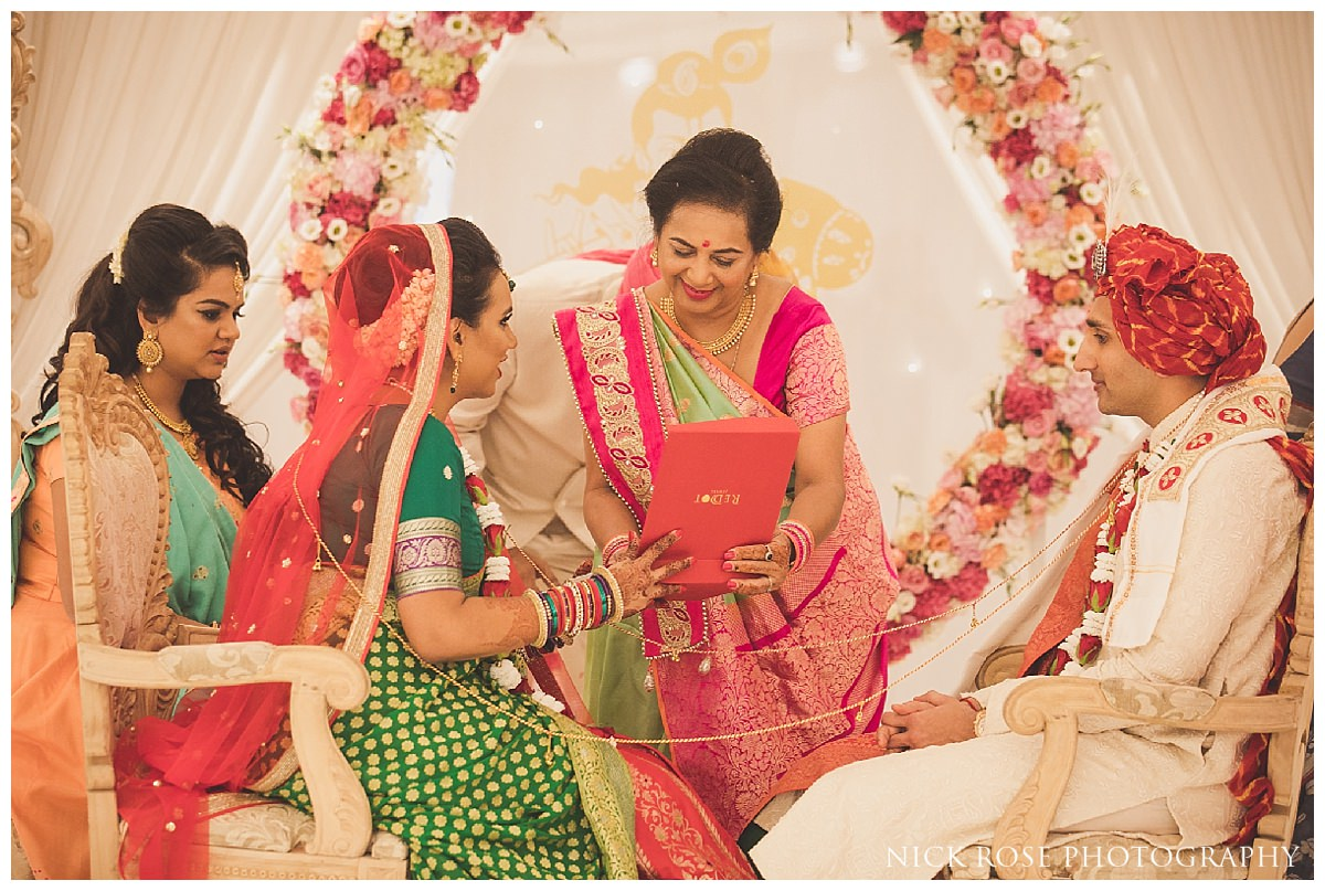 Documentary hindu wedding photography at the Potters Bar Oshwal Centre in Hertfordshire