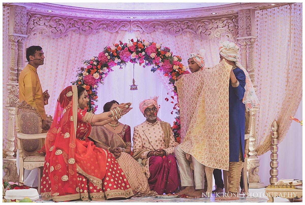 Oshwal Centre Hindu Wedding Photography_0021.jpg