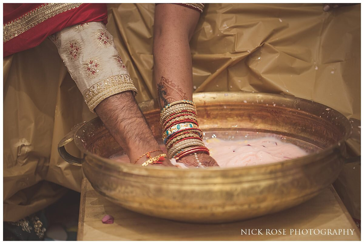 Oshwal Centre Hindu Wedding Photography_0038.jpg