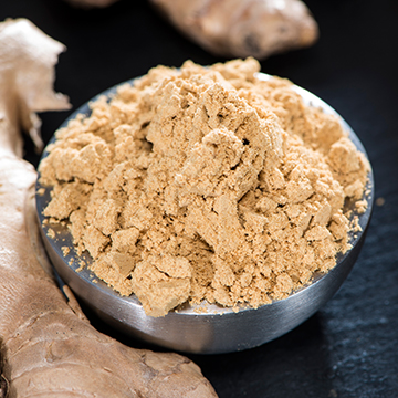 Ginger powder is peppery and tastes pungent and penetrating. It is used with carrots, pumpkin, sweet potato, meat dishes. It also can be used in bakery for cookies and cakes, and combines well with some fruits like bananas, pears, pineapples and oranges.