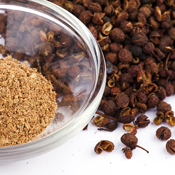 Very aromatic, woody, and slightly spicy. Strong numbing effect in the mouth. Szechuan pepper is used with poultry and meat that are roasted, fried or grilled, with stir-fried vegetables and soups.