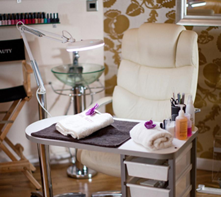 esteem-beauty-gallery-manicure-station.jpg