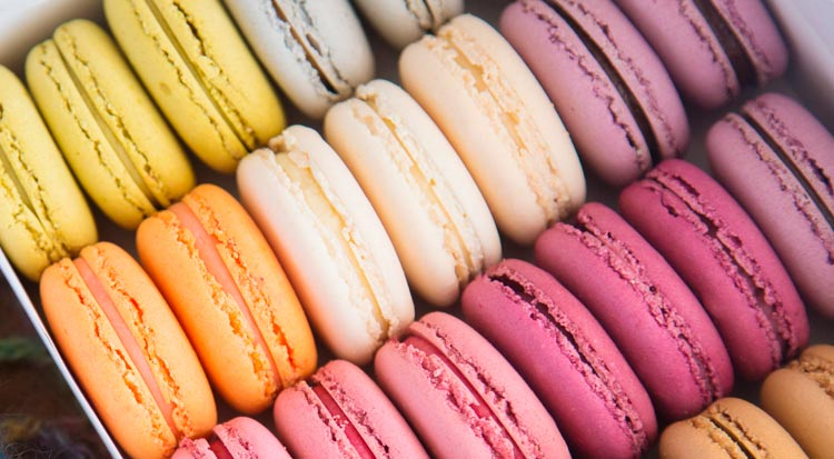 colourful_french_macaroons
