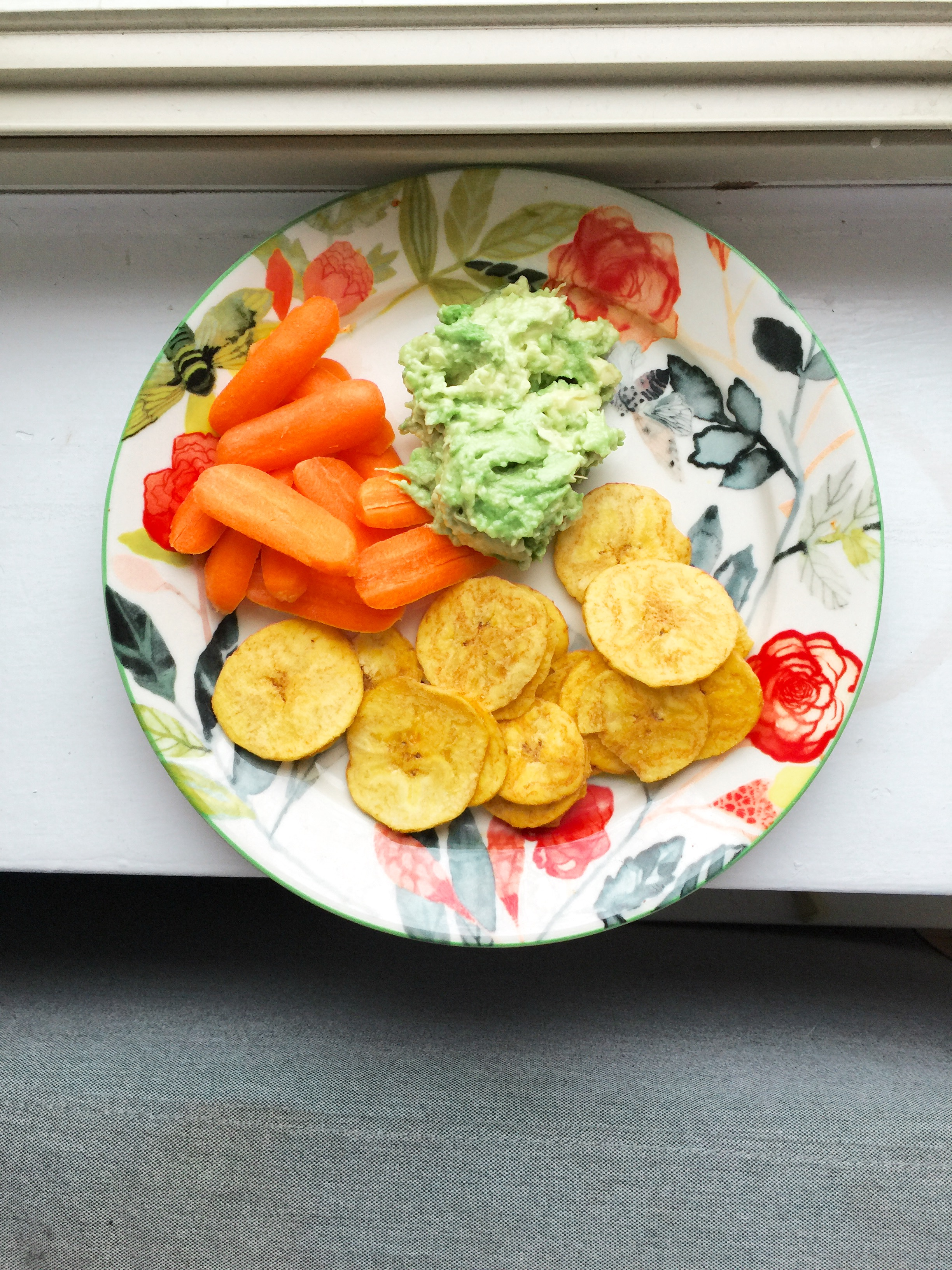 Carrots and plantain chips with guacamole