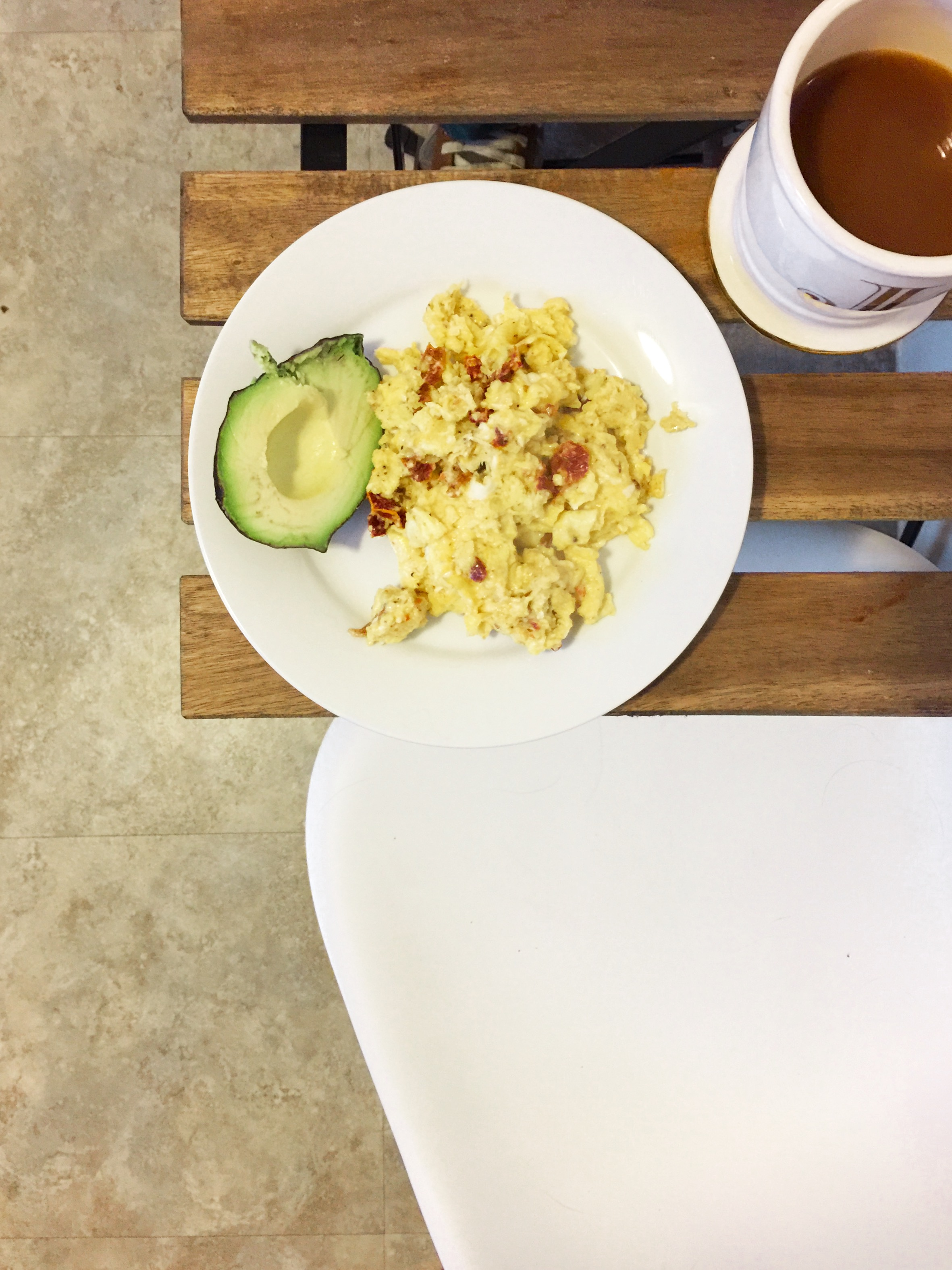 Sundried tomatoes and eggs with avocado