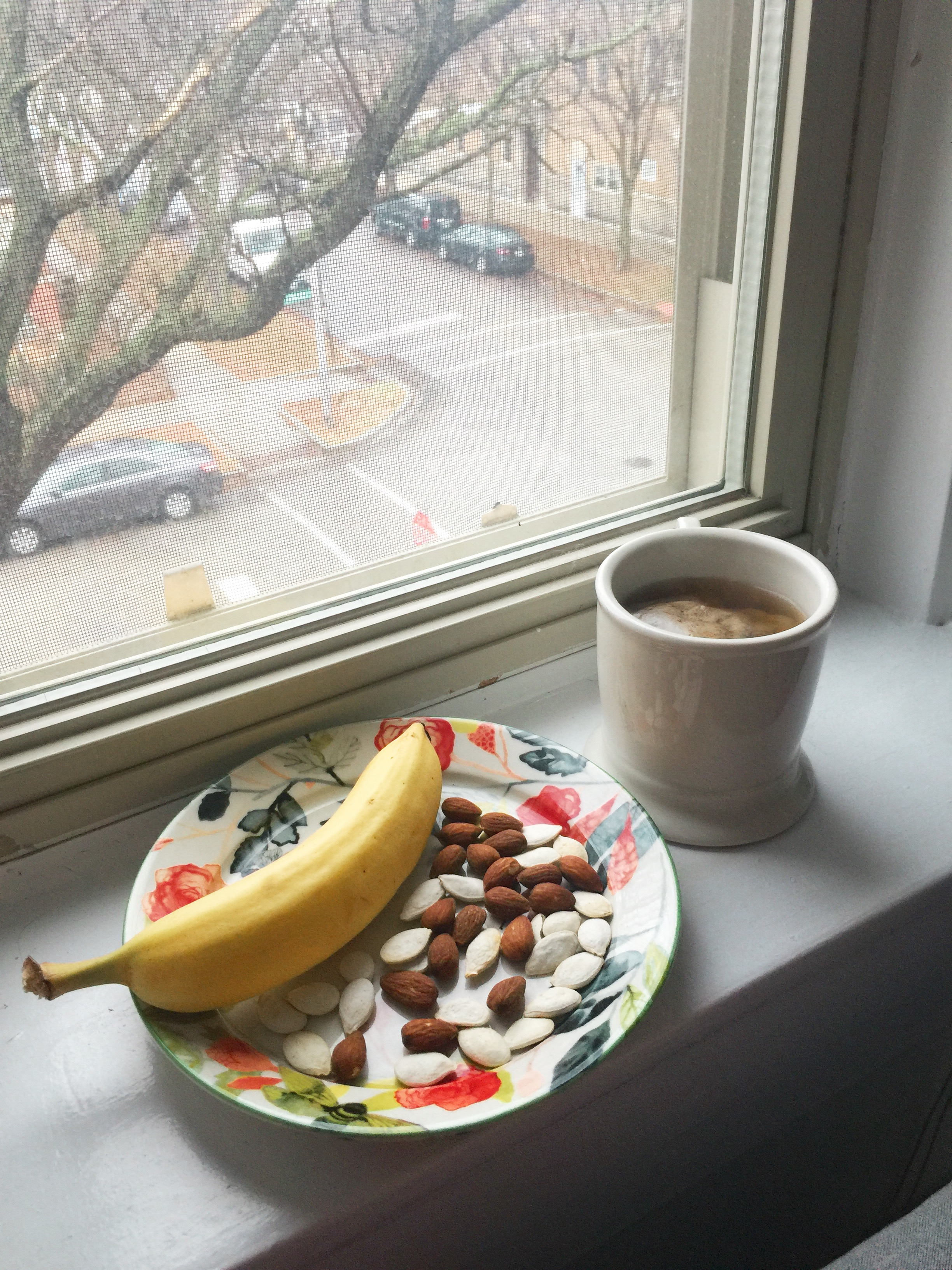 Banana with pumpkin seeds and almonds and gingerbread herbal tea