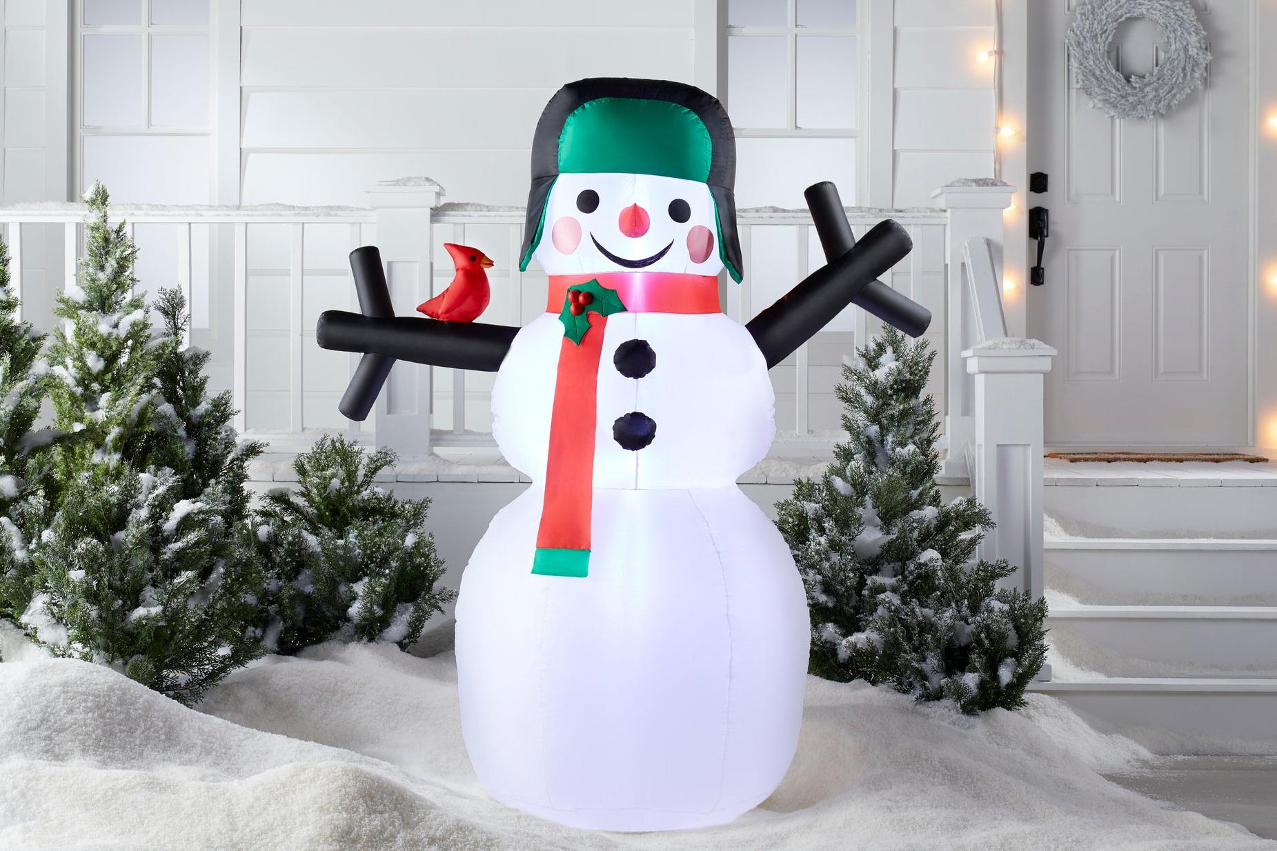 C-000696-01-045_051-04-5946_NEW-Wondershop 6Ft Christmas LEDSnowmanInflatable_V2Hold.jpg