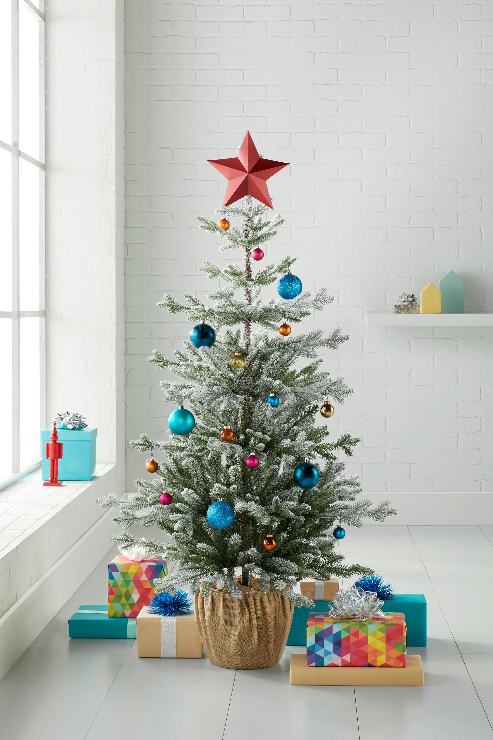 C-000696-01-043_051-01-2907_52%22 Unlit Balsam FLOCKED Porch Pine 30%22Dia.jpg