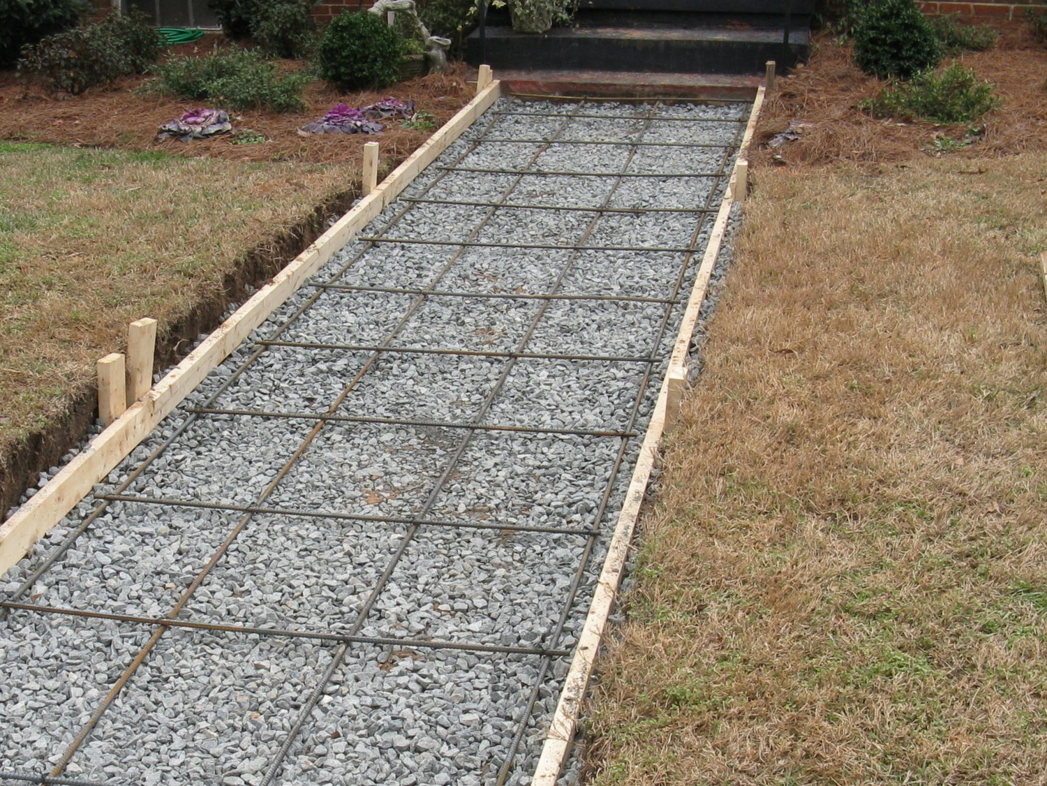 Steel reinforcement in a walkway footing
