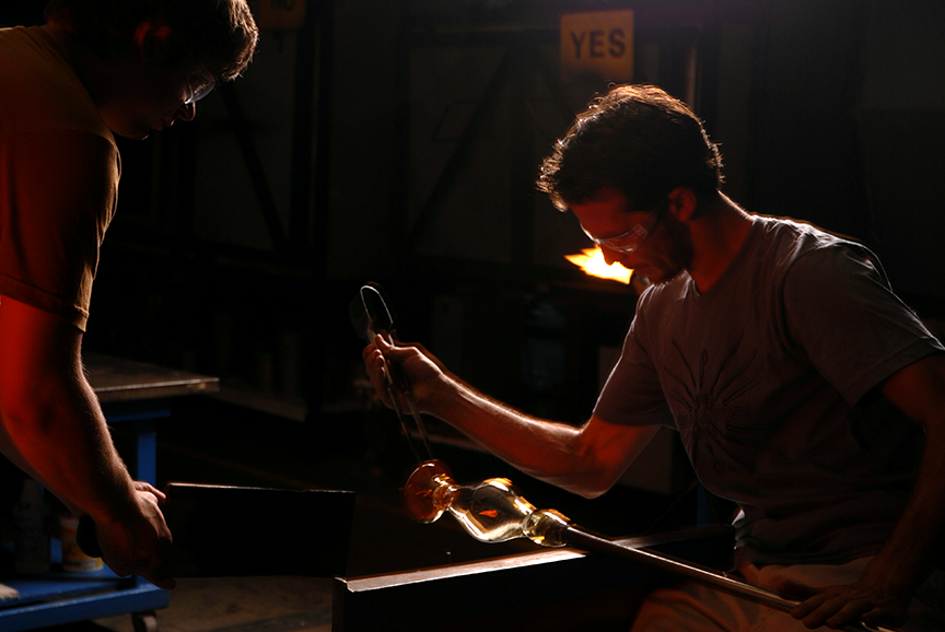 Matt Eaton and Biagio Scarpello working in the hot shop at San Jose State University.  Photo © Aimee Santos