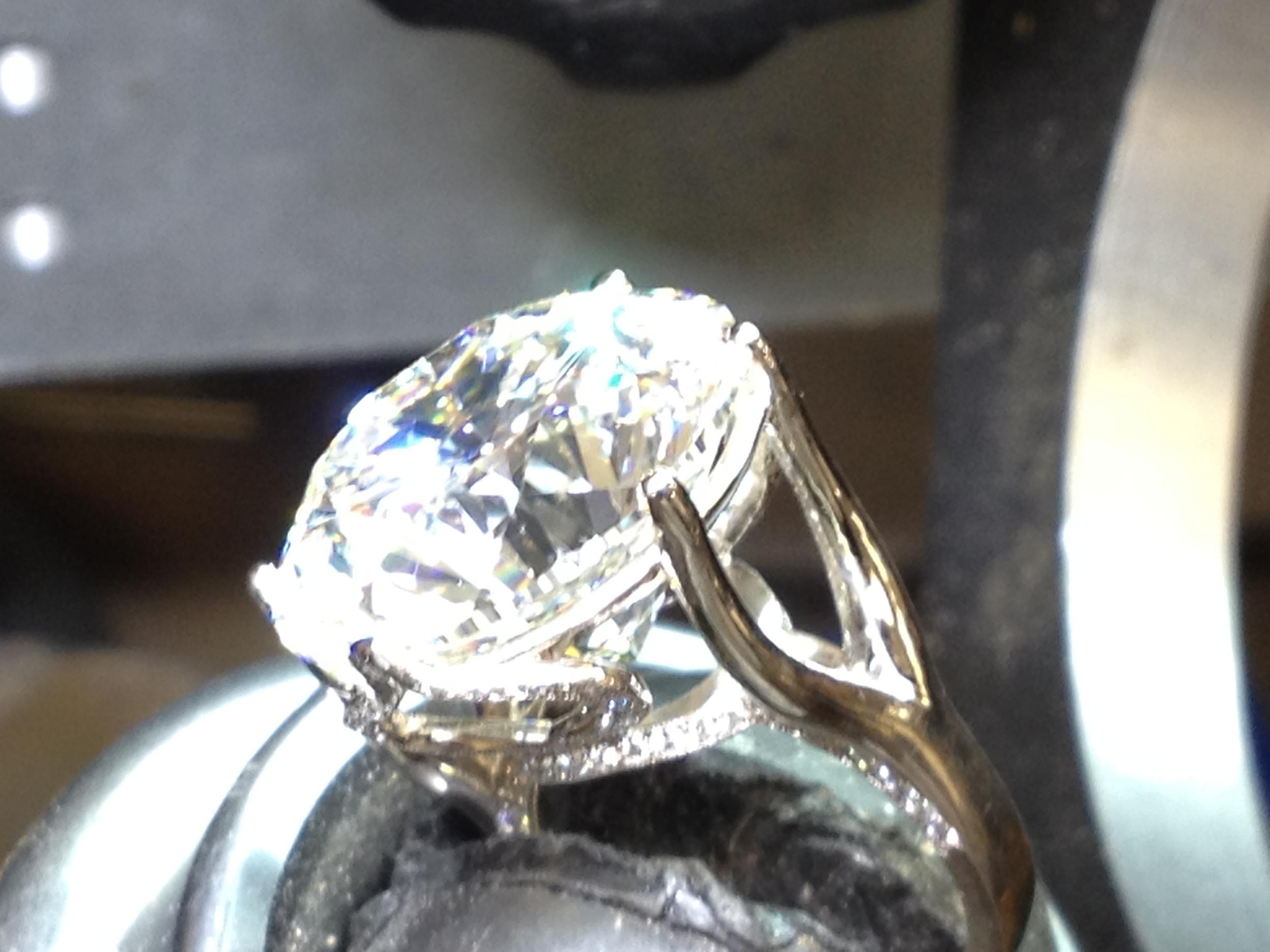 Setting Center Diamond