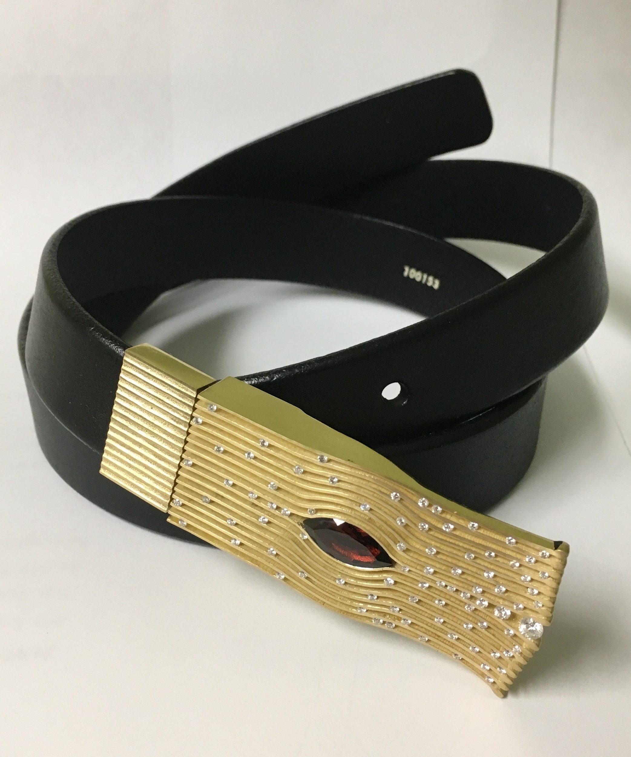 18k Yellow Gold Handmade One-of-a-Kind Belt Buckle with Marquise shape Mozambique Garnet and VS2/G diamond melee. Private Collection - 2017 - CHRISTO KIFFER