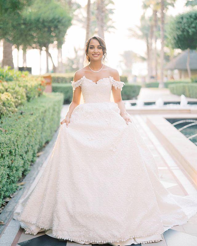 Farah's final portrait on her wedding day!  @thepurplechair @lmf_dubai @ritzcarltondubai  #dubai #dubaiwedding #dubaibride