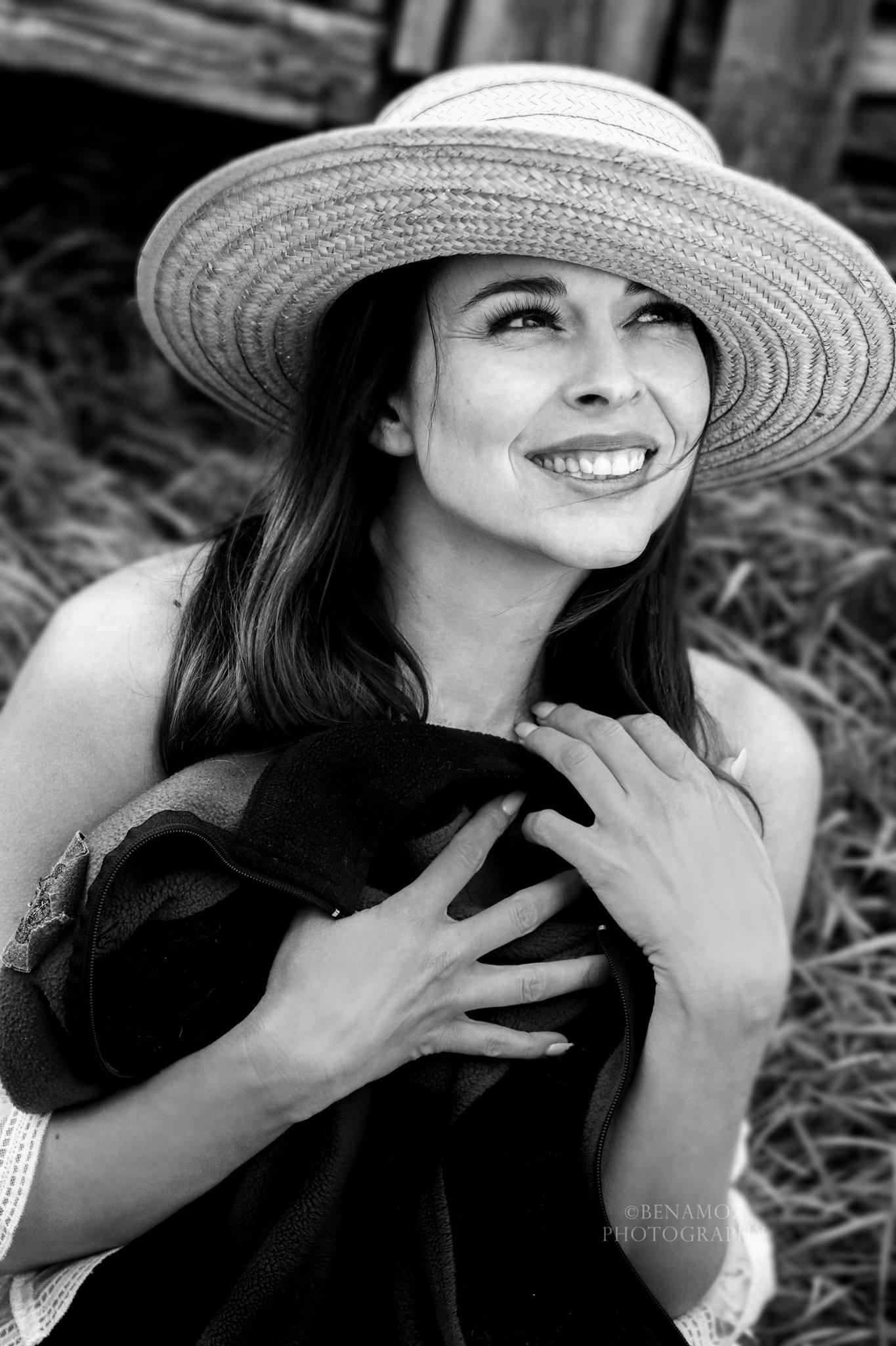 Benamoz Boudoir, black and white Jackie o style image