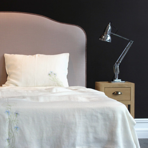 Bed linen with an amber thread.