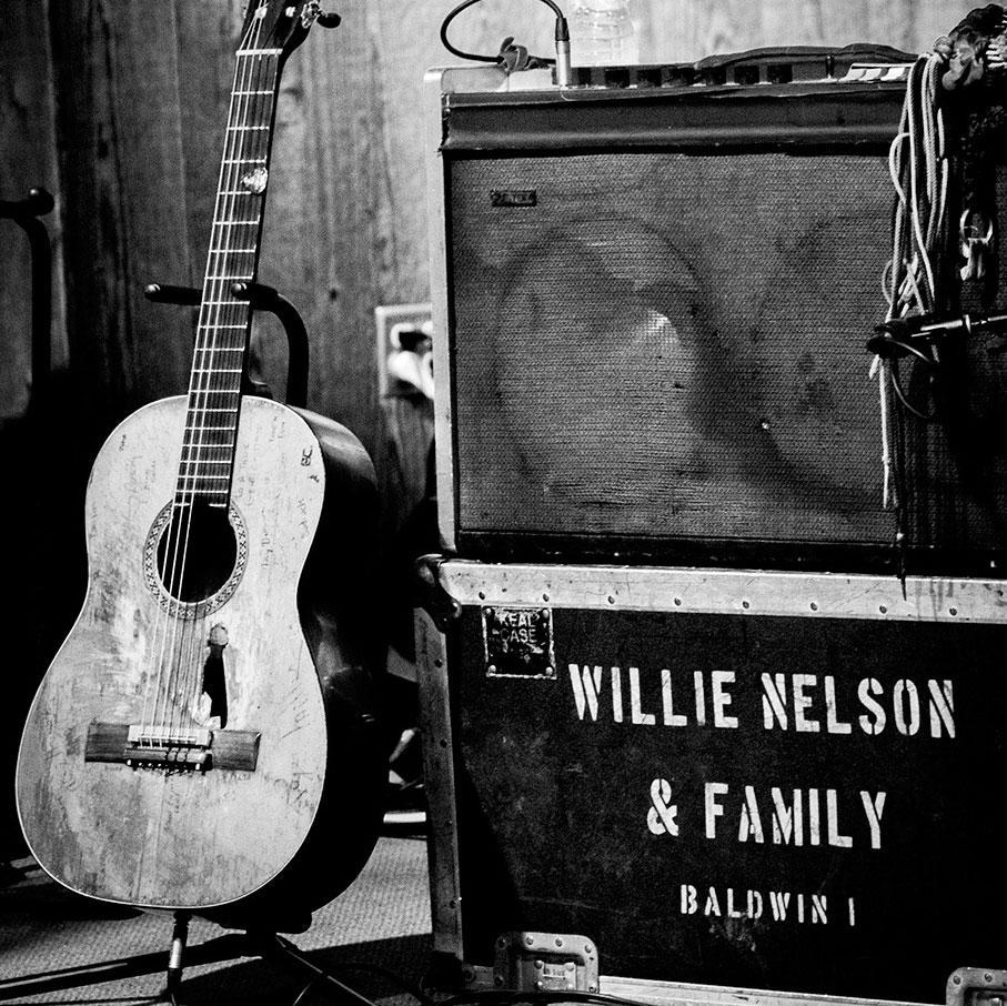 Willie_guitar.jpg