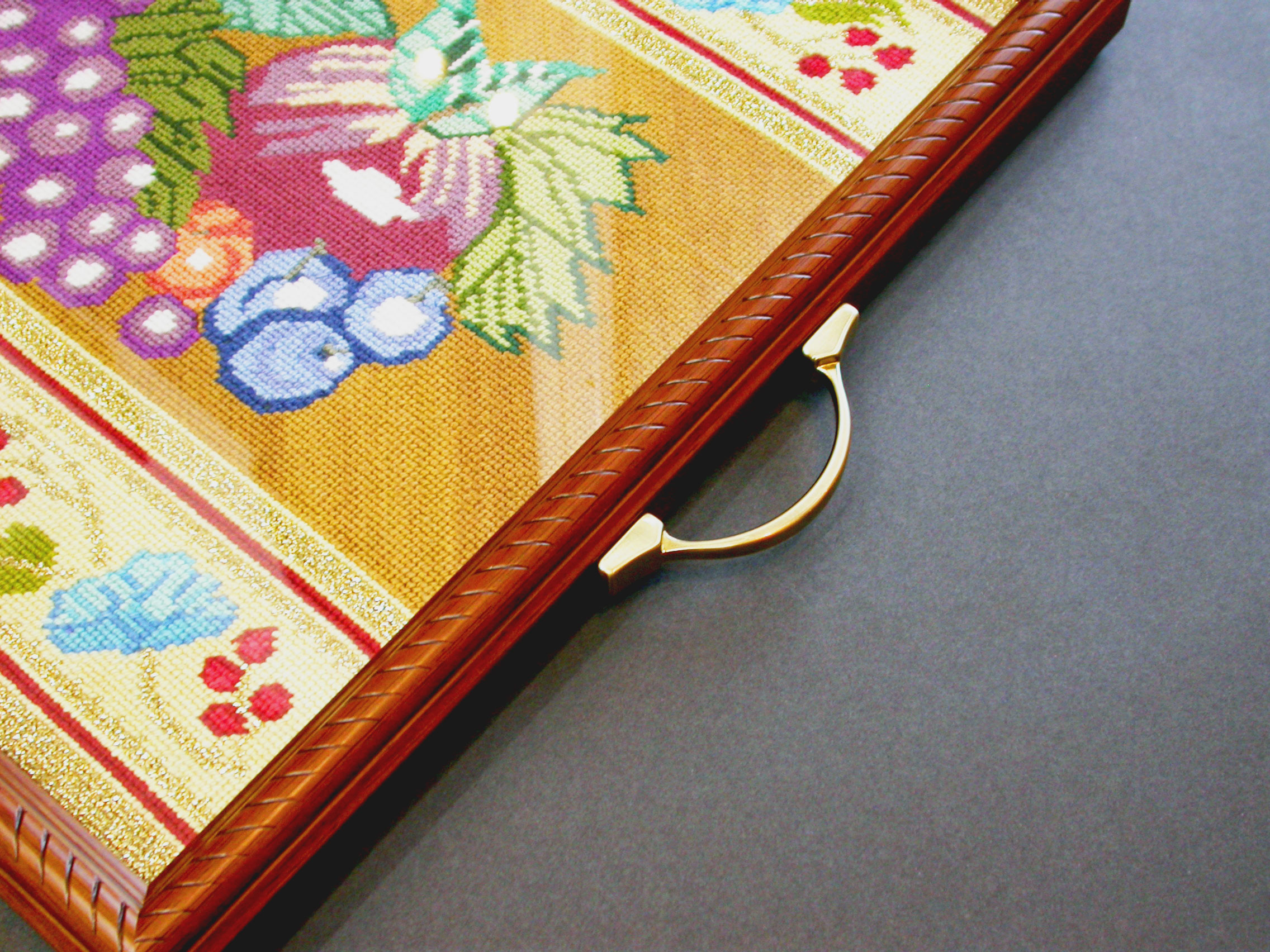 Needlepoint-Tray-handle-9588.jpg