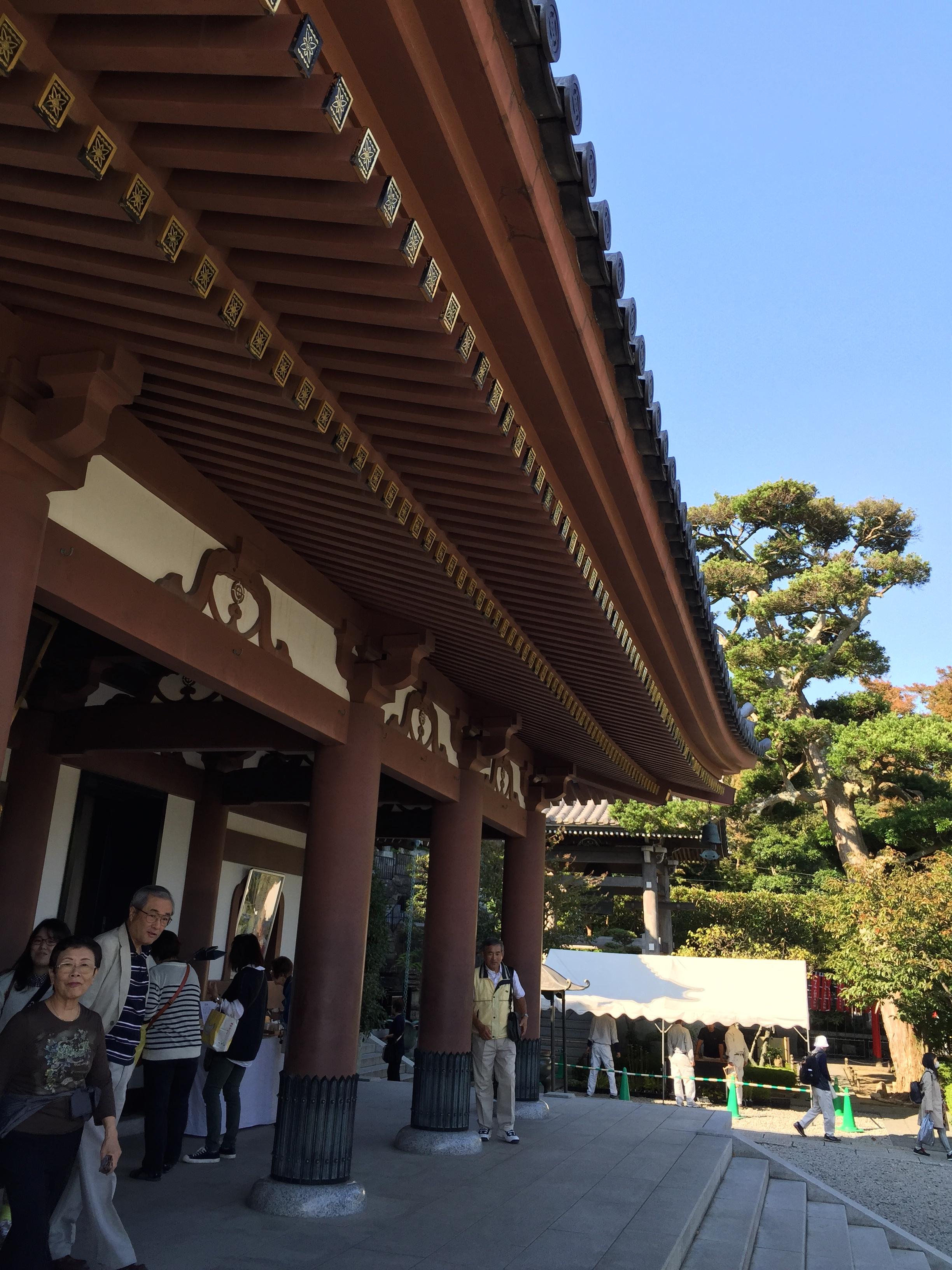 Основний храм з фігурою жінки, в якої 11 голів.