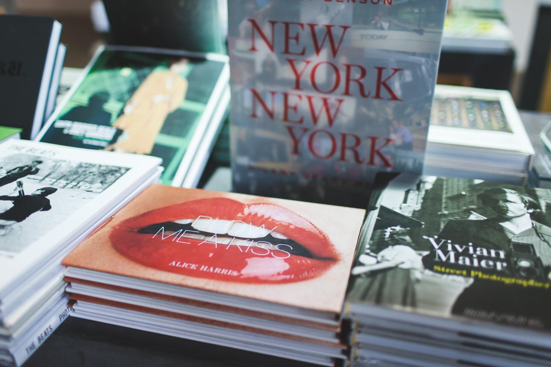 Dumbo-Brooklyn-Bridge-Bookstore-Engagement-Photos-Elvira-Kalviste-Photography-2.jpg