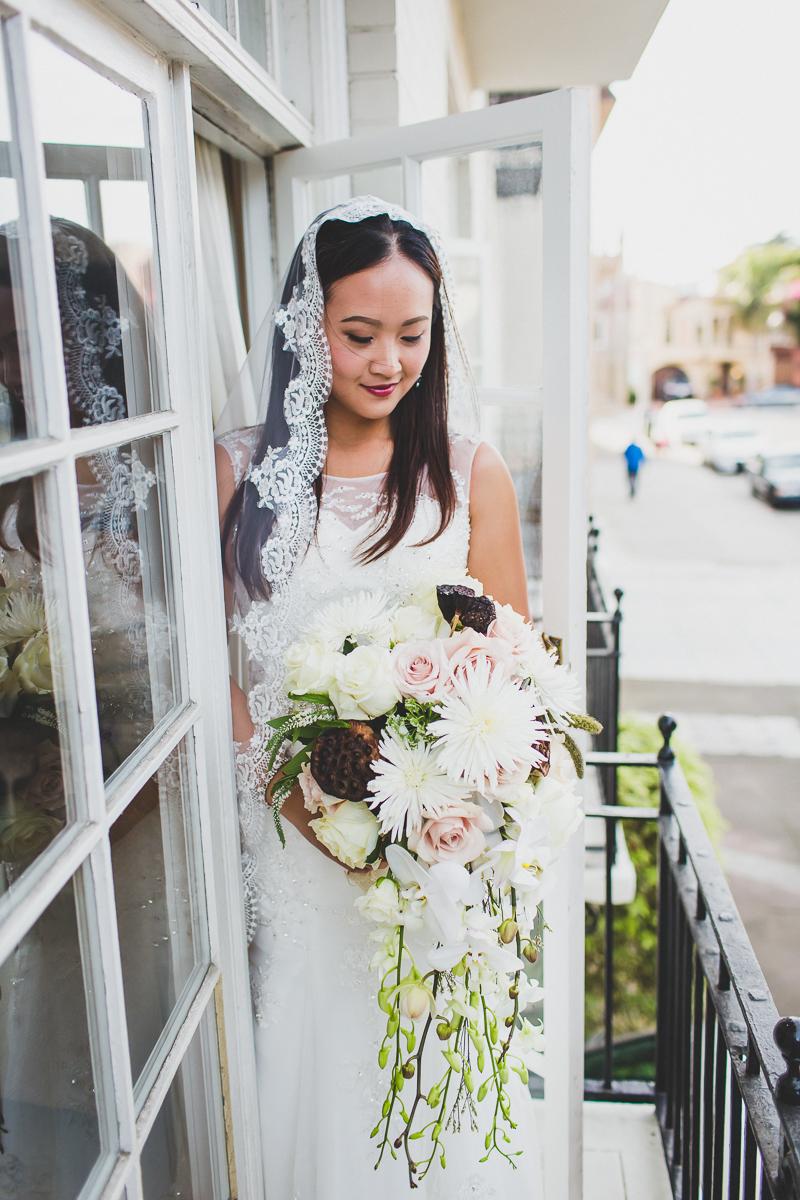 San-Francisco-Palace-of-fine-art-documentary-wedding-photographer-destination-wedding-23.jpg