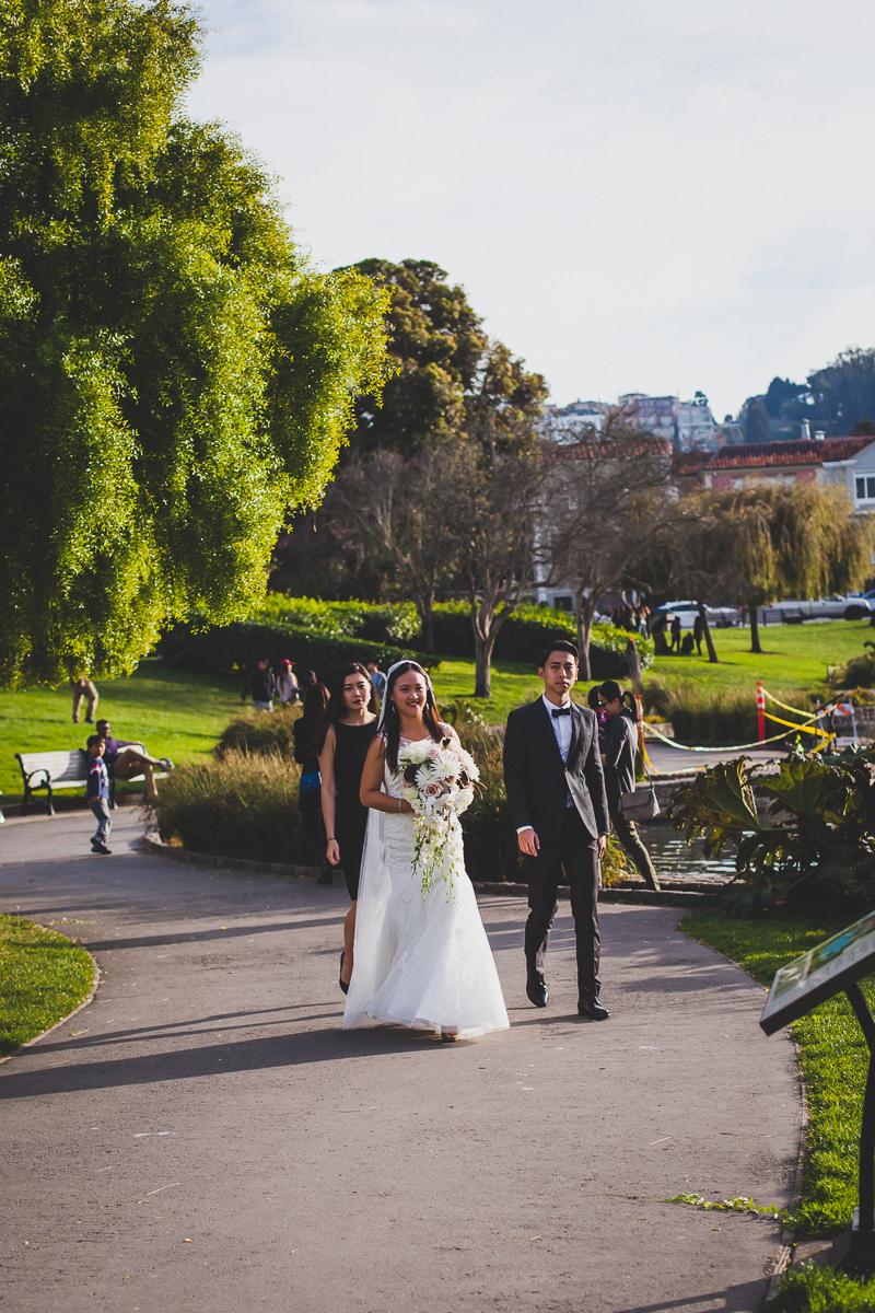 San-Francisco-Palace-of-fine-art-documentary-wedding-photographer-destination-wedding-28.jpg