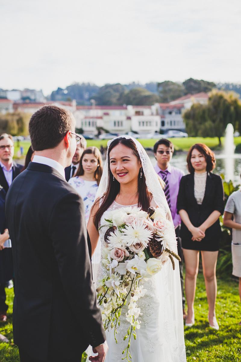San-Francisco-Palace-of-fine-art-documentary-wedding-photographer-destination-wedding-32.jpg