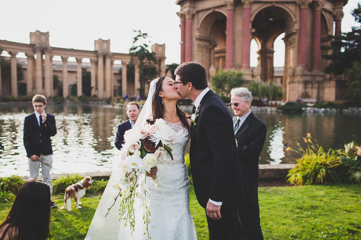San-Francisco-Palace-of-fine-art-documentary-wedding-photographer-destination-wedding-36.jpg