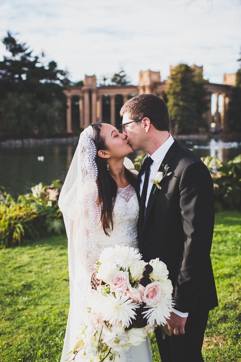 San-Francisco-Palace-of-fine-art-documentary-wedding-photographer-destination-wedding-39.jpg
