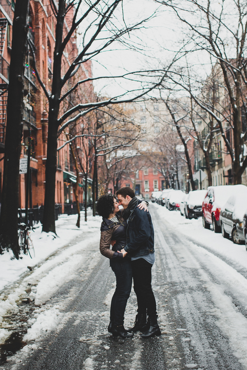 Winter-Snow-Brooklyn-Heights-Lifestyle-Documentary-Engagement-Photos-27.jpg