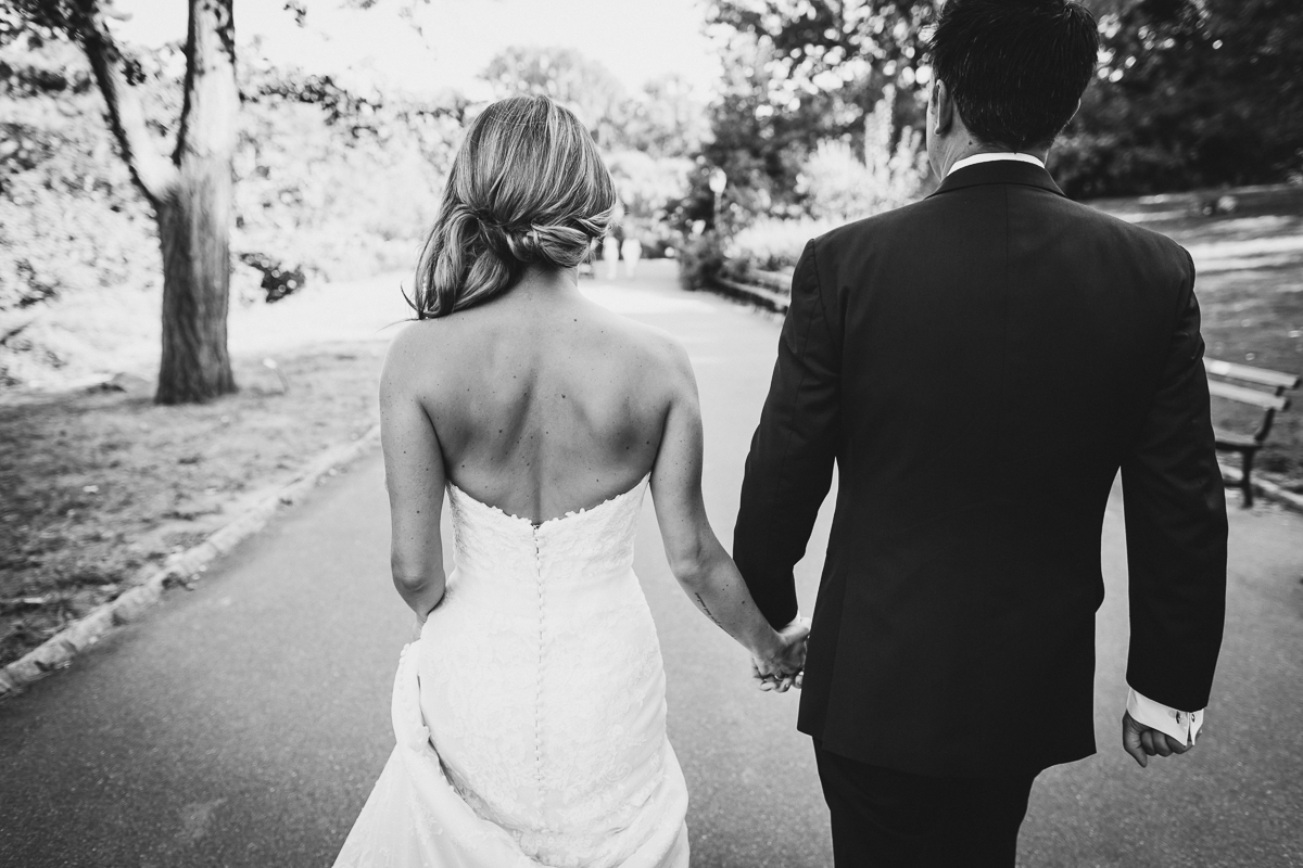 New-York-Central-Park-Loebs-Boat-House-NYC-Documentary-Wedding-Photographer-29.jpg