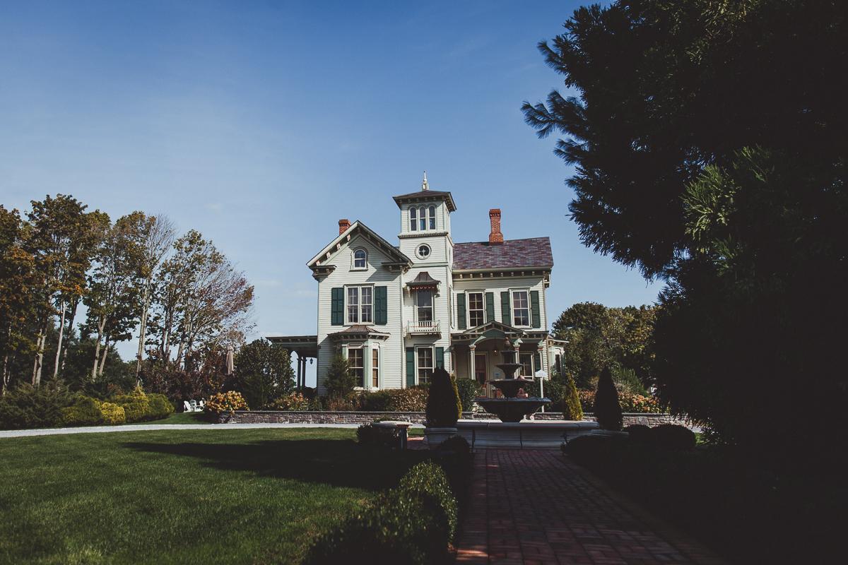 Jedediah-Hawkins-Inn-Documentary-Wedding-Photographer-Long-Island-14.jpg