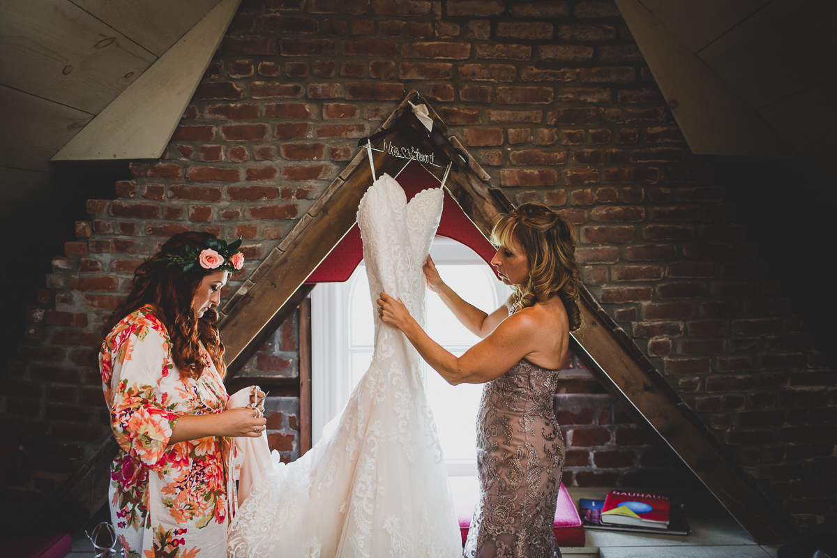 Jedediah-Hawkins-Inn-Documentary-Wedding-Photographer-Long-Island-15.jpg