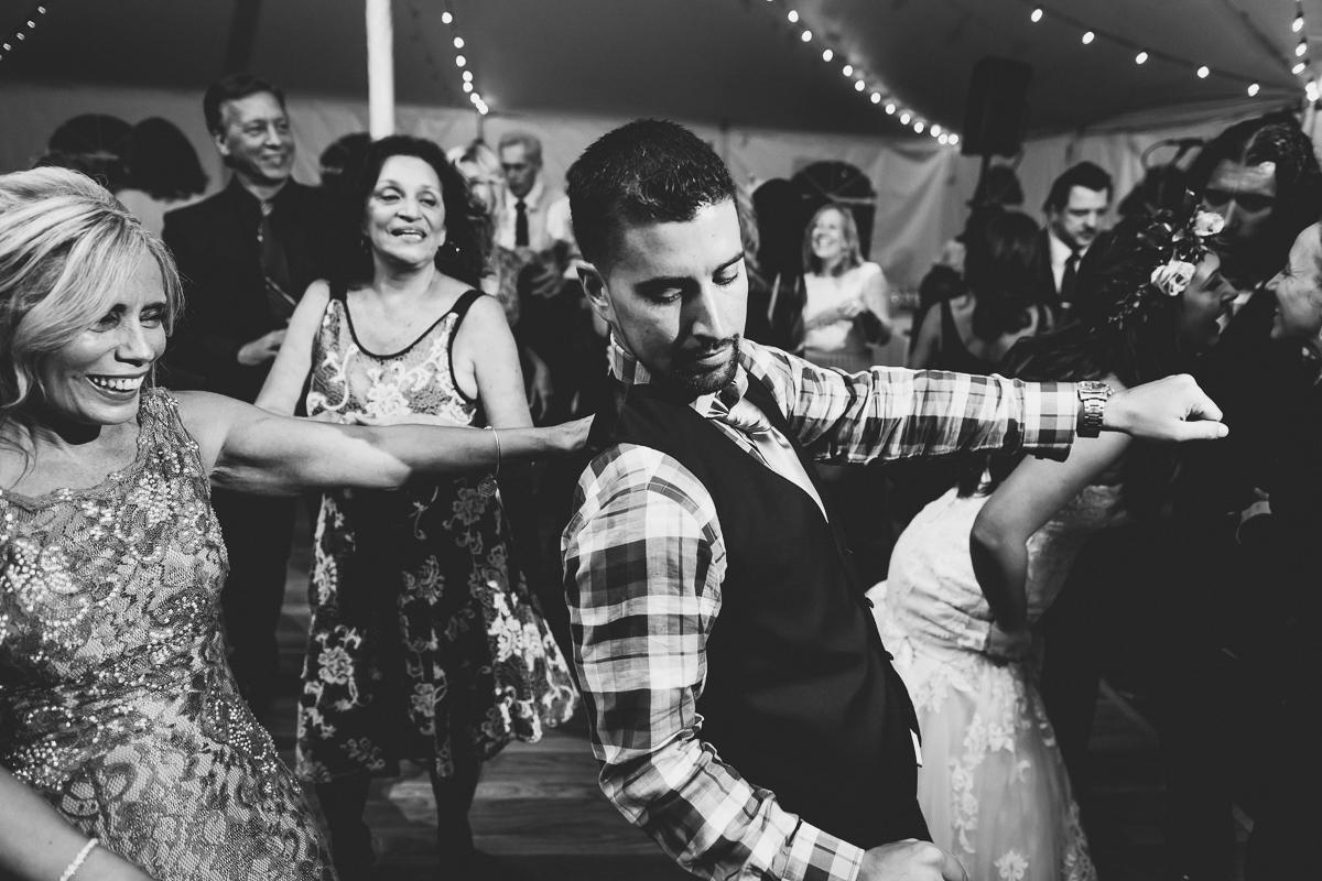 Jedediah-Hawkins-Inn-Documentary-Wedding-Photographer-Long-Island-107.jpg