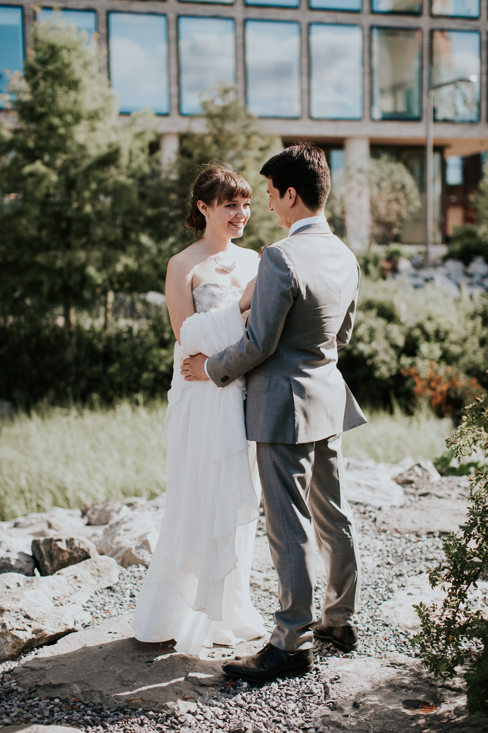 Dinosaur-Inspired-Brooklyn-Wedding-26-Bridge-New-York-Documentary-Wedding-Photographer-27.jpg